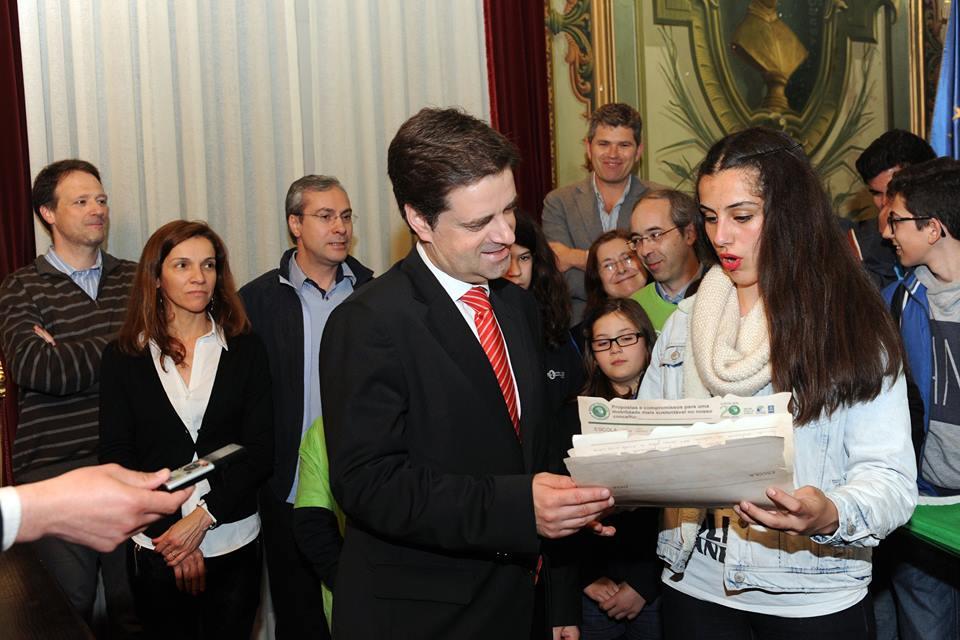 Presidente da Câmara de Braga recebe pregaminho